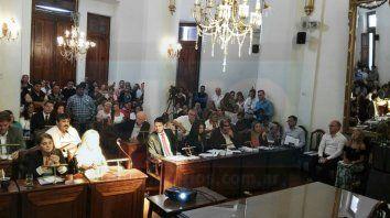 por la fiesta del mate, david caceres increpo a madga varisco, presente en la sesion del concejo deliberante