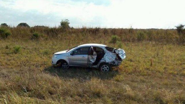 Una mujer y un bebé murieron en un violento vuelco en la ruta 12 y otras tres personas resultaron heridas