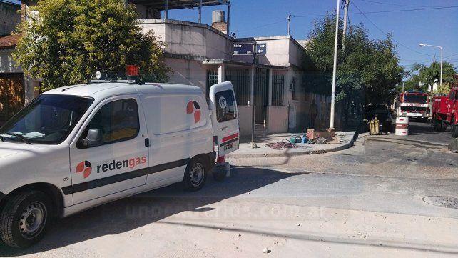 Rompieron un caño de gas en calle México y piden precaución a los vecinos del lugar
