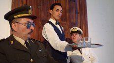 Personajes. Un coronel y un capitán serán incomodados permanentemente por un mozo,