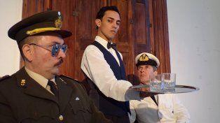 Personajes. Un coronel y un capitán serán incomodados permanentemente por un mozo