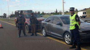 Operativo conjunto. Las Policías de Colón y Gualeguaychú cerraron la autovía para ubicar el VW.