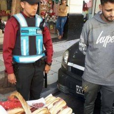 La foto del vendedor de sándwiches que se viralizó. Twitter