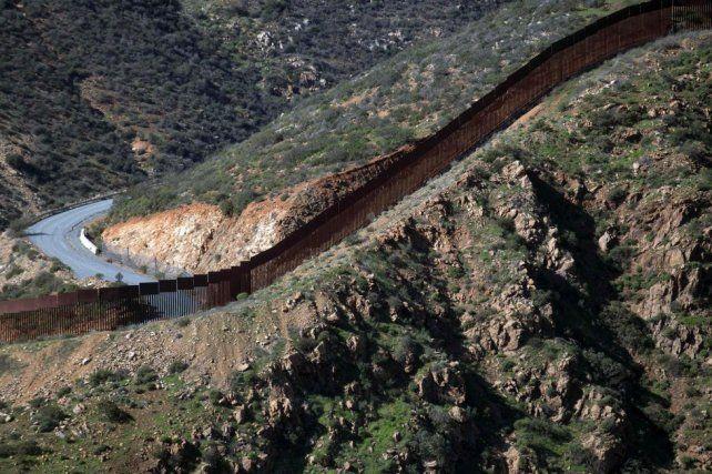 Trump dijo que el muro con México se construirá de inmediato