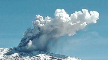 chile: alerta amarilla por la actividad del volcan copahue