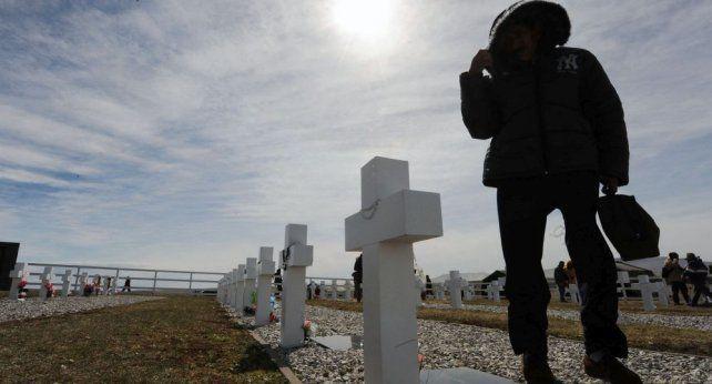 Despiden a familiares de soldados caídos en Malvinas que visitarán sus tumbas en Darwin