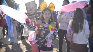 Una niña en la marcha de Paraná. Foto UNO Mateo Oviedo.