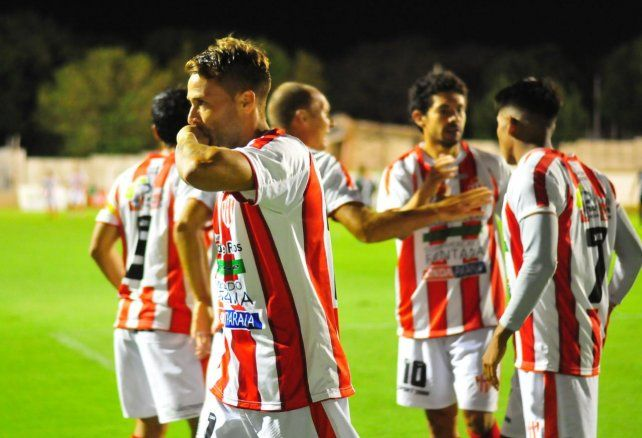 Ledesma dedica el gol con cariño. Foto UNO Juan Manuel Hernández.