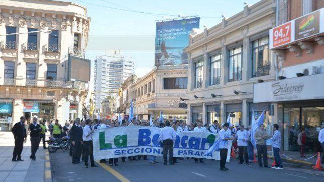 Bancarios inician una semana de retención de servicios y asambleas