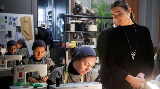 Trama. Juana Viale interpreta a la dueña de una glamorosa marca de ropa que se vale de un taller clandestino.