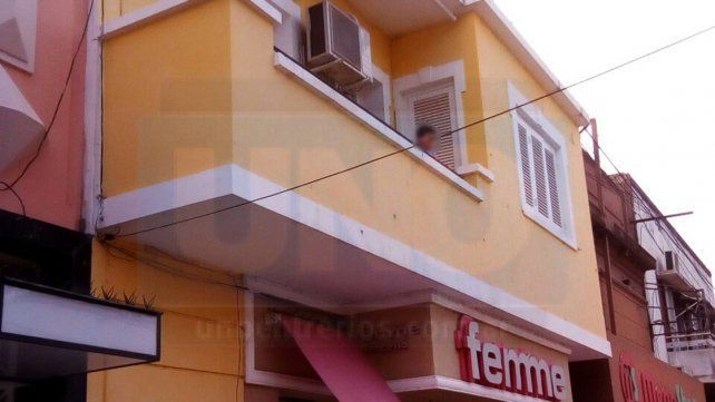 Paraná: Niño sólo asomado a un balcón, generó revuelo en la Peatonal
