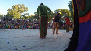 Comenzó en Paraná el V festival de teatro callejero Corriendo la Coneja