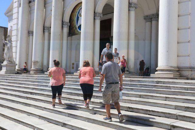 Se cumple el tradicional recorrido de Las Siete Iglesias en Paraná