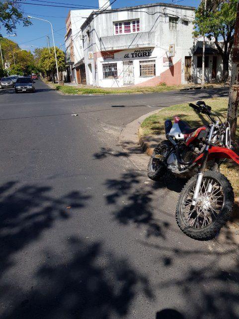 La moto quedó parada en la esquina de Concordia y Montevideo.