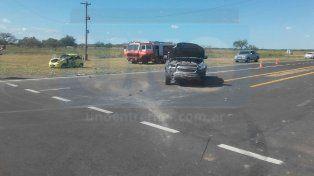 Atrapado. El conductor del QQ debió ser socorrido por los bomberos de María Grande.