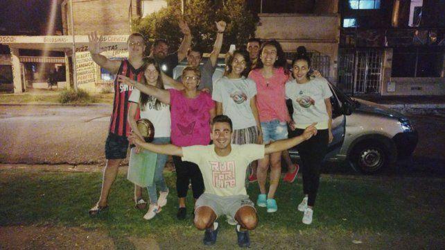 Fabián junto a todo el grupo de <i>Un Cielo Nuevo</i> de la Parroquia Nuestra Señora de la Piedad de Paraná-