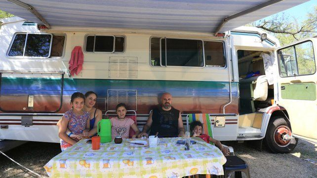 EN FAMILIA. Hernán Prado llegó desde Capital Federal junto a su mujer