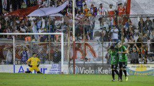 Atlético Paraná empató y define la serie en San Francisco