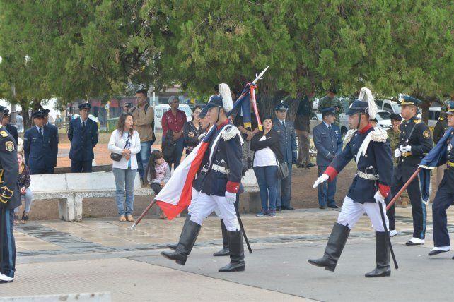 Se realizó en Paraná el desfile cívico militar a 36 años de la gesta de Malvinas