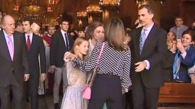 Tensa escena entre la reina Letizia y doña Sofía: no la dejó fotografiarse con sus hijas