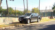 Mal estacionado: Sobre la vereda de la escuela de Comercio, en calle Esquiú de Paraná. ¿Y los inspectores?