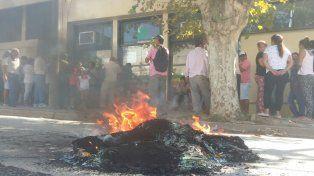 Vecinos de La Paz cortan calles e instalan olla popular por desmedidos aumentos en la tarifa eléctrica