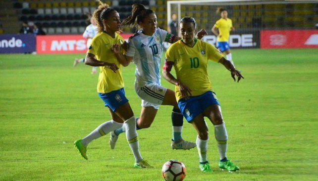 Con presencia entrerriana, Argentina perdió en el debut de la Copa América Femenina