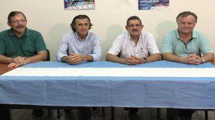 Organizadores. Las autoridades brindaron detalles del encuentro de patín carrera en una conferencia de prensa.