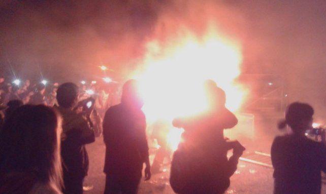 El Pity Álvarez no salió con Viejas Locas y los fans prendieron fuego el escenario