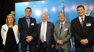 Daniel Elias (segundo de derecha a izquierda), presidente de la Caja de Jubilaciones de Entre Ríos, estuvo el pasado jueves en el auditorio del Ministerio de Trabajo, Empleo y Seguridad Social de la Nación junto a las principales autoridades nacionales de la materia.