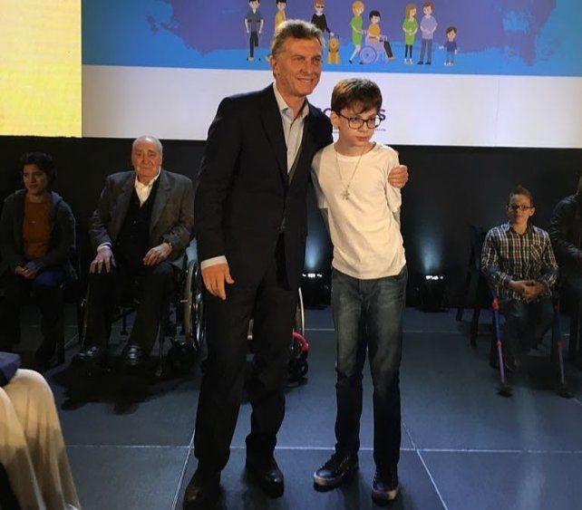 Santino ya había conocido a Macri en la presentación del plan nacional de discapacidad. Ahora lo visitará en su residencia.