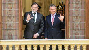 Desde el balcón. Rajoy y Macri se prodigaron elogios mutuos.
