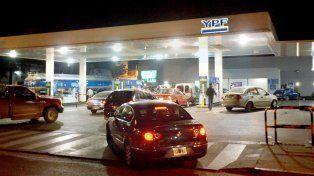 Tras los aumentos de Axion y Shell, YPF aumentó el 3% sus combustibles en todo el país