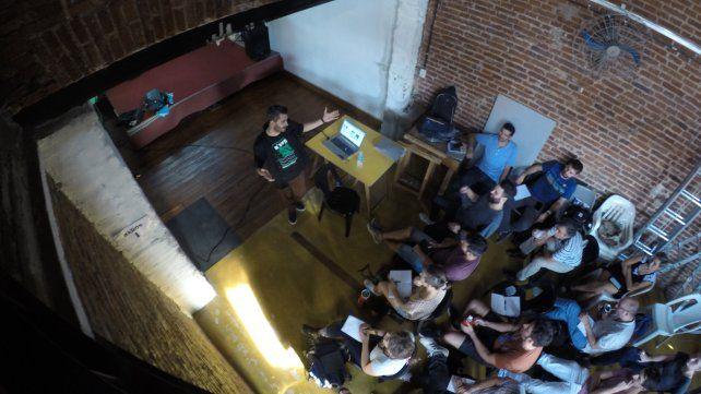 Antonio Vázquez Brust en la primera parte del seminario. Foto UNO.