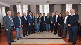 Los gobernadores peronistas denuncian que se pone en serio riesgo la institucionalidad y el proceso interno de los partidos políticos como base de la democracia.
