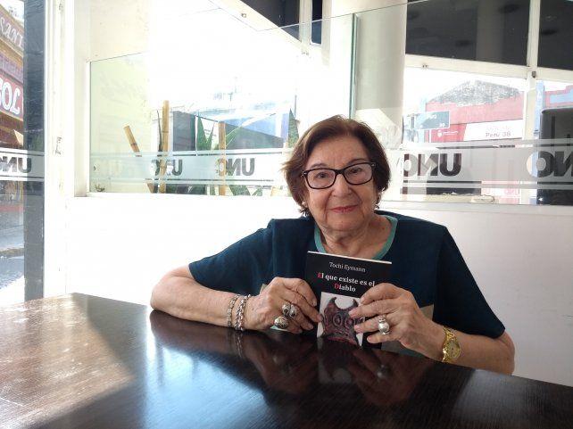 Autora. Tochi es abogada y se inclinó por la escritura tras jubilarse. Su sólida formación teatral le da una fuerza distinta a sus personajes y