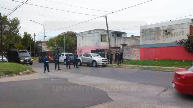Fuerte operativo en barrio Paraná V en busca de armas tras la violencia desatada entre dos familias