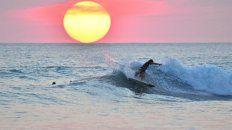 vivir el surf a ambos lados de la orilla: un artista del mar y la fotografia