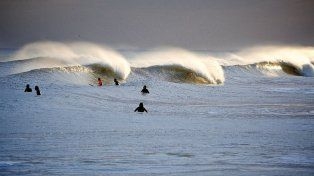 Vivir el surf a ambos lados de la orilla: un artista del mar y la fotografía