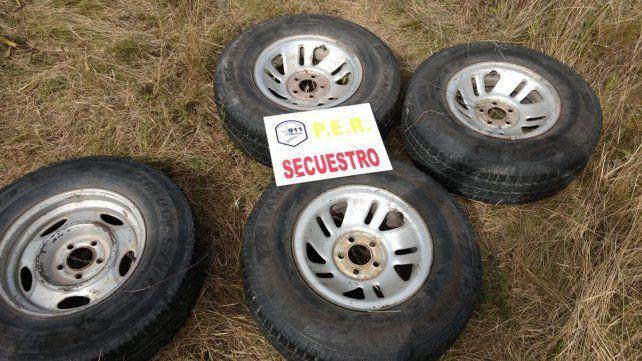 En medio del monte. Las ruedas estaban escondidas para luego ser comercializadas.