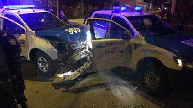 Paraná: Chocaron dos móviles policiales en la esquina de Montiel y Casiano Calderón