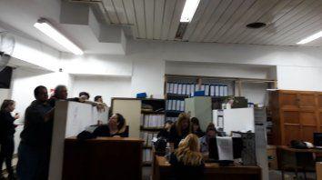 Los trabajadores en asamblea.