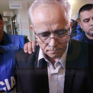 El cura Ilarraz entrando al juicio en Paraná. Foto UNO Juan Ignacio Pereira.