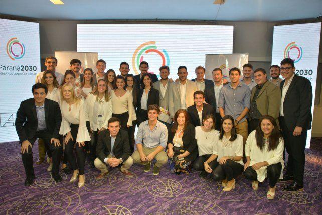 Foto grupal de todas las personas que trabajan en este programa.