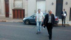 El cura Ilarraz llegó a los Tribunales, acompañado por su hermano y su abogado defensor, con anticipación para evitar el acoso de las cámaras.