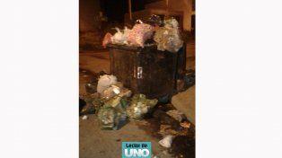Señor intendente, calles Juan Miller y OBrien, hace tres días que no pasa el recolector de basura. Zona olvidada, pagamos nuestros impuestos para tener un mejor servicio. Sin embargo gastamos en un planetario... Y los servicios un desastre, ¿no le parece que debería tener prioridades? Gracias.