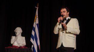 Promesa. El joven cantante Adrián Balbo, continúa difundiendo los éxitos del grupo uruguayo.