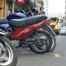 En la calle. La sustracción de motos estacionadas en la vía pública es la modalidad más frecuente.