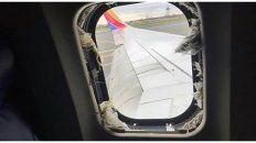 una mujer murio al ser succionada por la ventanilla de un avion