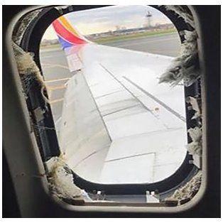 Una mujer murió al ser succionada por la ventanilla de un avión